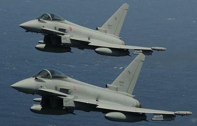Hai máy bay chiến đấu của Đức đâm nhau kinh hoàng trên không - ảnh 1