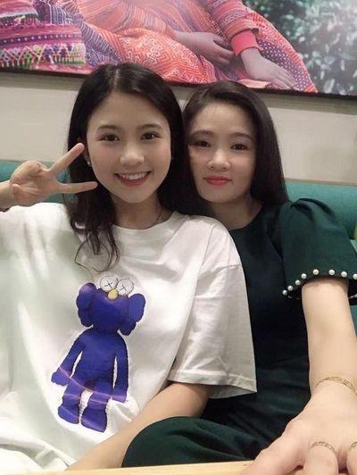 Hot girl xinh đẹp nức tiếng trường Trần Phú suýt ngất khi đi thi đại học vì nắng nóng - ảnh 1