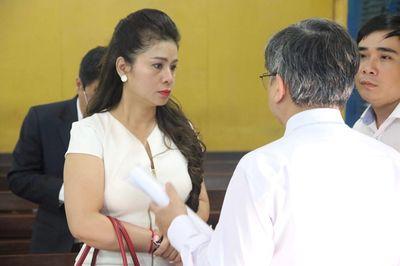 Bị cưỡng chế con dấu, bà Lê Hoàng Diệp Thảo nói gì về lý do vắng mặt? - ảnh 1