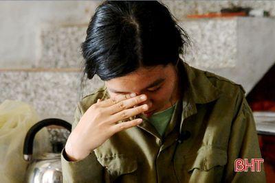 Nước mắt lăn dài trên tờ giấy báo nhập học của nữ sinh nghèo Hà Tĩnh  - ảnh 1