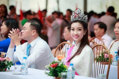 """Tại sao ĐH Ngoại thương được mệnh danh là """"lò đào tạo"""" hoa hậu Việt Nam? - ảnh 1"""