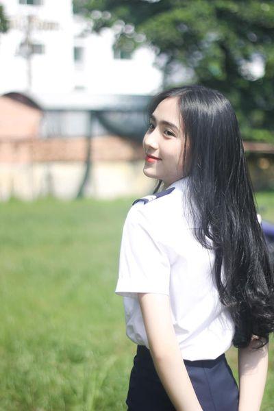 """Nữ sinh Học viện Hàng không đẹp """"nín thở"""" trong bộ ảnh chụp vội ngoài sân trường - ảnh 1"""