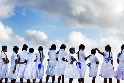 Ngắm những bộ đồng phục học sinh đẹp nhất thế giới: Nơi gây choáng vì đắt đỏ, nơi cầu kỳ hết sức - ảnh 1