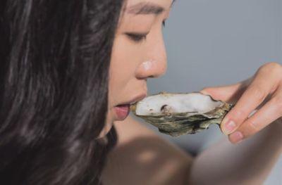 Ngỡ ngàng giới nhà giàu Trung Quốc chi 16 nghìn USD chỉ để học cách ăn chuối sao cho thanh lịch - ảnh 1
