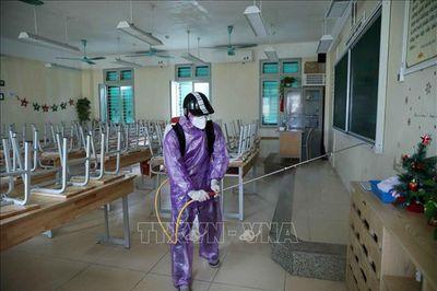 Hà Nội phun khử khuẩn lần 3, các trường sẵn sàng đón học sinh trở lại - ảnh 1