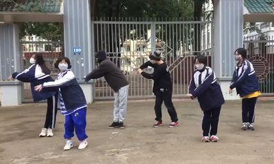 """Nhóm học sinh cover lại vũ điệu """"rửa tay"""" không giống ai gây sốt mạng xã hội - ảnh 1"""