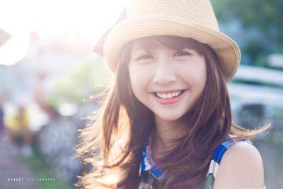 """Ảnh thời còn đi học của các hotgirl Việt đình đám: Toàn nhan sắc """"lợi hại"""", ai cũng xinh như nữ thần - ảnh 1"""