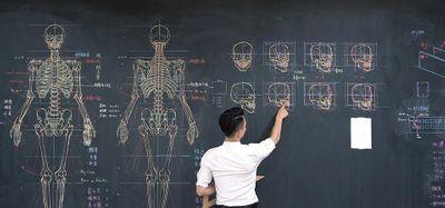Thầy giáo soái cả nổi như cồn trên mạng nhờ khả năng minh họa cơ thể người bằng phấn cực đỉnh - ảnh 1