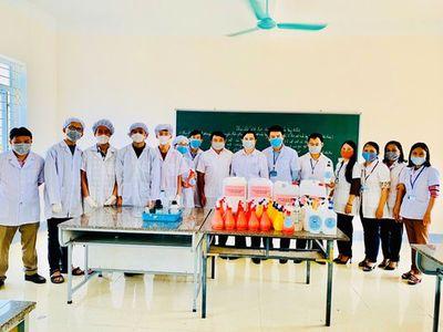 Học sinh, giáo viên Hà Tĩnh pha chế thành công nước rửa tay phòng dịch Covid-19 - ảnh 1
