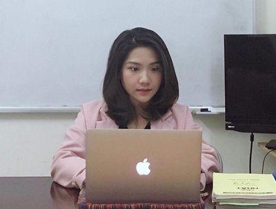 """Hai cô giáo xinh đẹp được dân mạng """"thả tim"""" nhiệt tình nhờ cách tương tác độc đáo khi dạy online - ảnh 1"""