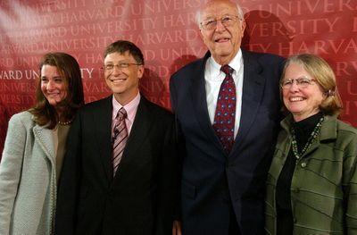 Bốn nguyên tắc nuôi con thành tỷ phú của cha mẹ Bill Gates - ảnh 1