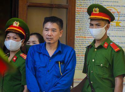 Gian lận thi cử Sơn La: Lý do nguyên Phó Giám đốc sở GD&ĐT tiêu hủy đĩa CD ở nghĩa trang - ảnh 1