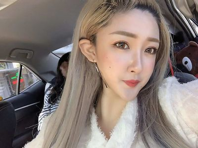 """Lộ ảnh ngoài đời khác """"một trời một vực"""" so với trên mạng, người mẫu xứ Đài điêu đứng vì giảm 90% thu nhập - ảnh 1"""