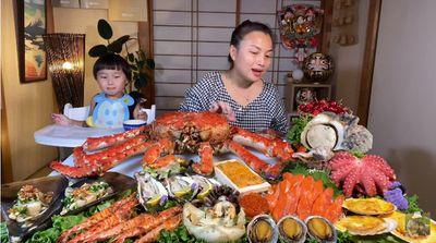Choáng với mâm hải sản siêu to khổng lồ mừng kênh Youtube đạt 3 triệu sub của Quỳnh Trần JP - ảnh 1