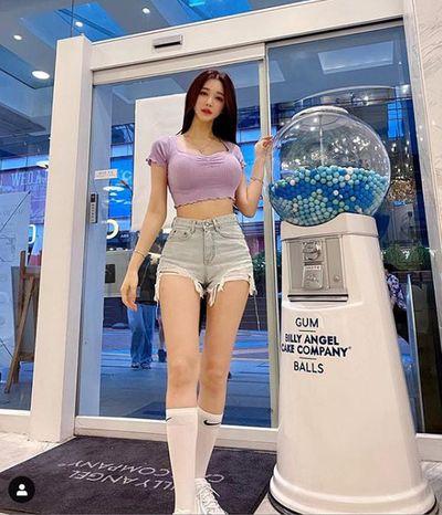 """Hot streamer Hàn Quốc gây sốc khi hóa """"nữ thần mặt nhựa"""" lúc lên sóng livestream  - ảnh 1"""