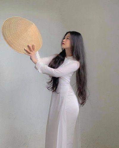 Nữ sinh diện áo dài trắng khoe ba vòng hoàn hảo gây bão mạng xã hội - ảnh 1