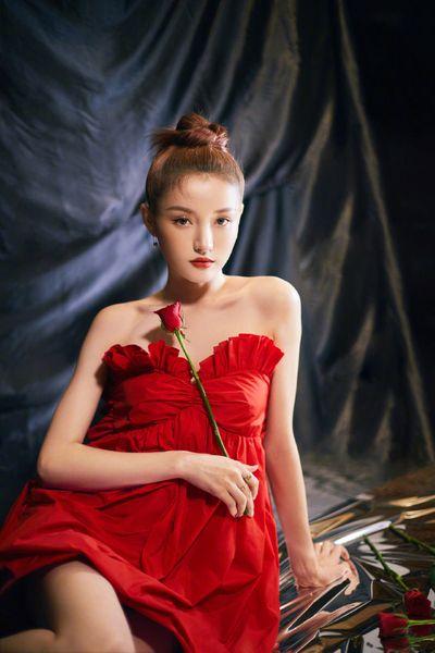 """""""Bà trùm Taobao"""" Lâm Tiểu Trạch lao đao vì lộ ảnh nhạy cảm, bị """"bóc phốt"""" là tiểu tam - ảnh 1"""