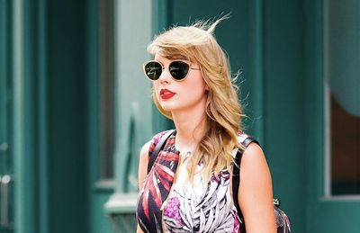 """""""Rắn chúa"""" Taylor Swift làm rung chuyển chính trường Mỹ: 240.000 cử tri đổ xô đi bầu cử - ảnh 1"""