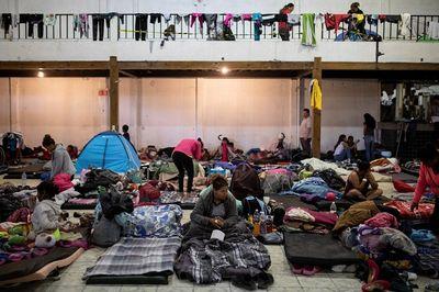 """Ám ảnh dòng người di cư liều mình vượt biên tới Mỹ tìm kiếm """"thiên đường"""" - ảnh 1"""