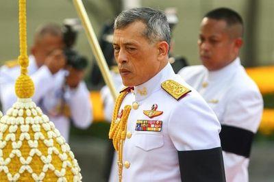 Quốc vương Thái Lan bất ngờ sa thải tướng cận vệ hoàng gia, ngay sau khi phế truất Hoàng quý phi - ảnh 1