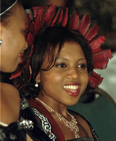 """Hé lộ dung nhan 14 bà vợ của nhà vua """"chịu chơi"""" nhất châu Phi - ảnh 1"""