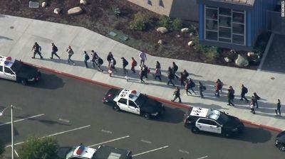 Thiếu niên 16 tuổi xả súng kinh hoàng tại trường học, ít nhất 2 người thiệt mạng  - ảnh 1