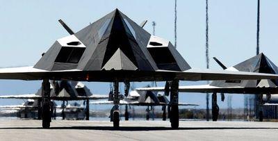 """""""Bá chủ bầu trời"""" F-117A đầu tiên của Mỹ bất ngờ"""