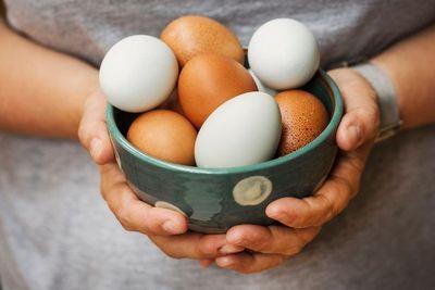 Thách đấu với bạn, người đàn ông tử vong sau khi ăn hơn 40 quả trứng - ảnh 1