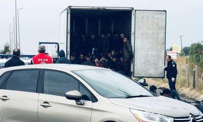 Tiếp tục phát hiện 16 người nhập cư trái phép vào Anh trong xe tải - ảnh 1