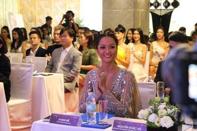 Hoa hậu Hoàn vũ Việt Nam 2019: Choáng ngợp với vương miện đính hơn 2.000 viên đá quý - ảnh 1