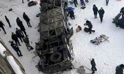 Tin tức thế giới mới nóng nhất ngày 2/12: Tai nạn xe buýt kinh hoàng, 19 người thiệt mạng - ảnh 1