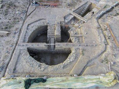 Phát hiện 2 ngôi mộ 3.500 năm ở Hy Lạp chứa nhiều châu báu và cổ vật quý giá - ảnh 1