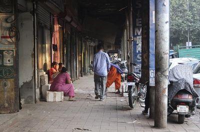 Cuộc sống tạm bợ, đầy tủi nhục của những cô gái trong khu đèn đỏ khét tiếng tại Ấn Độ  - ảnh 1