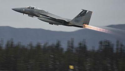 Tiêm kích Mỹ gặp sự cố, phóng toàn bộ số tên lửa trị giá 4,5 triệu USD xuống biển - ảnh 1