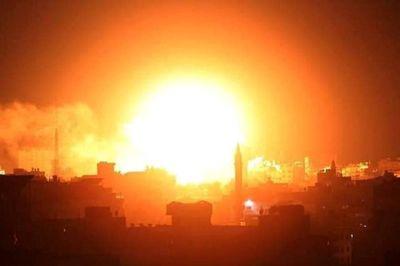 """Đáp trả 2 quả tên lửa tự chế, Israel dội """"mưa"""" hỏa lực xuống 100 mục tiêu tại Dải Gaza - ảnh 1"""