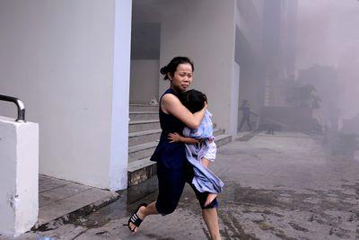 Vụ cháy chung cư Carina khiến 13 người thiệt mạng: Đề nghị truy tố 2 bị can  - ảnh 1