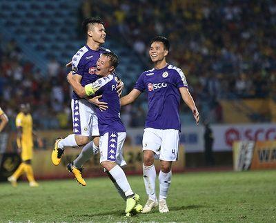 Quang Hải lập siêu phẩm, CLB Hà Nội thắng đậm trước SLNA, vươn lên ngôi đầu bảng V-League 2019 - ảnh 1