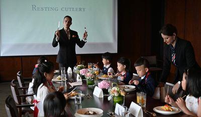 """Những lớp học quý tộc gây """"sốt"""" tại Trung Quốc: Giới nhà giàu không ngại chi hàng ngàn USD - ảnh 1"""