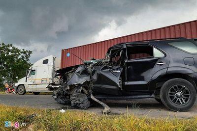 Tin tức tai nạn giao thông mới nhất 15/6/2019: Tạm giữ tài xế container đâm ô tô, 5 người chết - ảnh 1