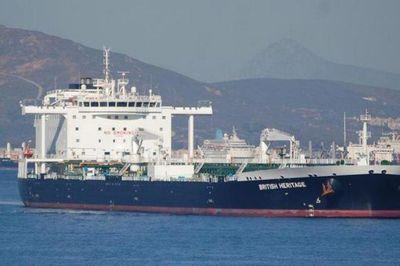 5 tàu vũ trang Iran bao vây, bắt hụt tàu dầu Anh? - ảnh 1