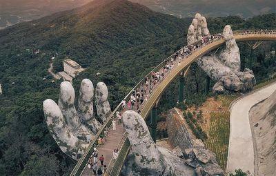 """Xuất hiện phiên bản """"nhái"""" của cầu Vàng Đà Nẵng ở Trung Quốc? - ảnh 1"""