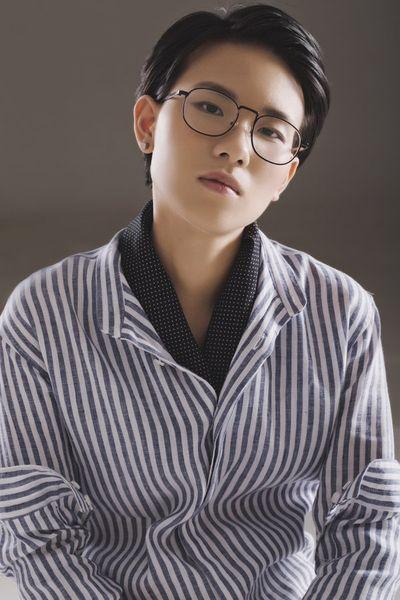 "Bích Phương trở lại, ""thiêu đốt"" đường đua Vpop với hình ảnh quyến rũ trong teaser MV ""Đi đu đưa đi"" - ảnh 1"