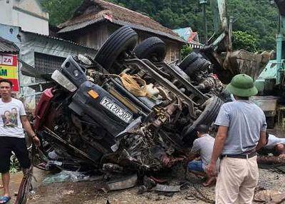 Quảng Trị: Xe máy bất ngờ tông vào biển báo giao thông, 2 người thiệt mạng - ảnh 1