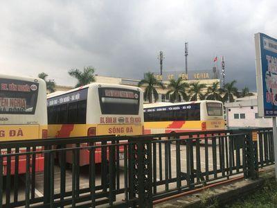 Vụ 3 cô gái nghi bị hành hung ở bến xe Yên Nghĩa: Tài xế bị đình chỉ 30 ngày - ảnh 1