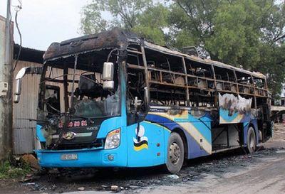 Đồng Nai: Xe khách 40 chỗ bất ngờ bốc cháy dữ dội, hành khách hoảng loạn thoát thân - ảnh 1