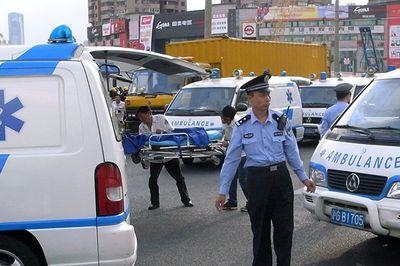 Xe tải bất ngờ đâm vào đám đông tại Trung Quốc khiến 10 người tử vong tại chỗ - ảnh 1