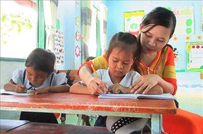 Cảm phục cô giáo người Raglai nỗ lực duy trì tỷ lệ học sinh đến lớp - ảnh 1