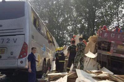 Tai nạn xe khách kinh hoàng tại Trung Quốc, ít nhất 36 người thiệt mạng - ảnh 1