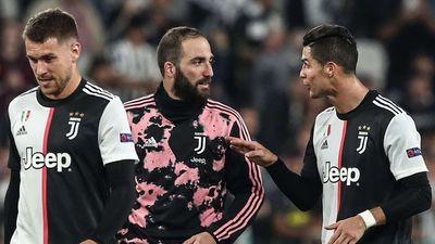 Bất mãn vì Ronaldo thi đấu ích kỷ, Higuain bỏ ăn mừng cùng cả đội - ảnh 1