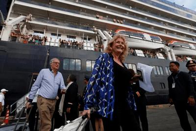 Thủ tướng Campuchia chào đón hành khách trên du thuyền MS Westerdam - ảnh 1
